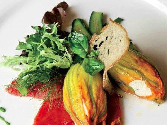 Fiori-di-Zucchine-e-Ricotta-Chef-Martin-Dalsass-1-Michelin-del-ristorante-Talvo-by-Dalsass__800x6001-e1458145202221
